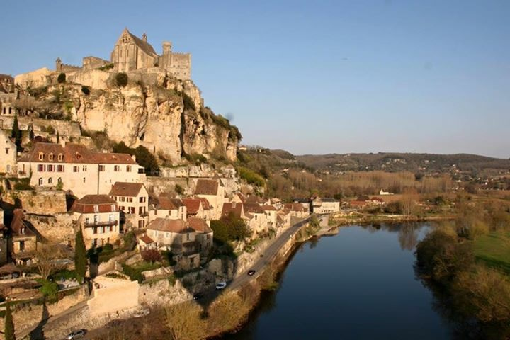 Tourisme à Sarlat en Périgord: Locations de vacances en appartements/gîtes de charme au coeur de Sarlat, dans le Sud-Ouest de la France.