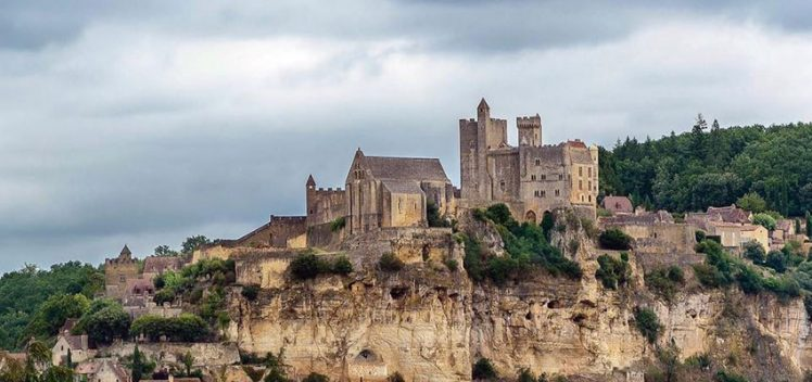 """Visite Privée"" : a private tour of the Château de Beynac with Stéphane Bern"