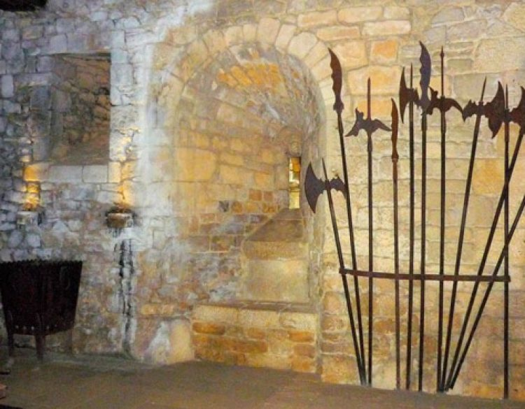 Salle de gardes du Château de Beynac
